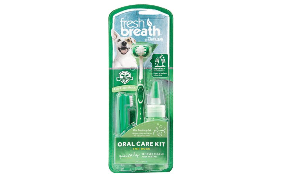 Set periuță și pastă dinți pentru câini Tropiclean Fresh Breath.