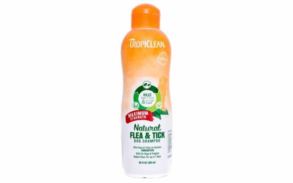 Sampon pentru caini Tropiclean Flea & Tick Maximum Strength.